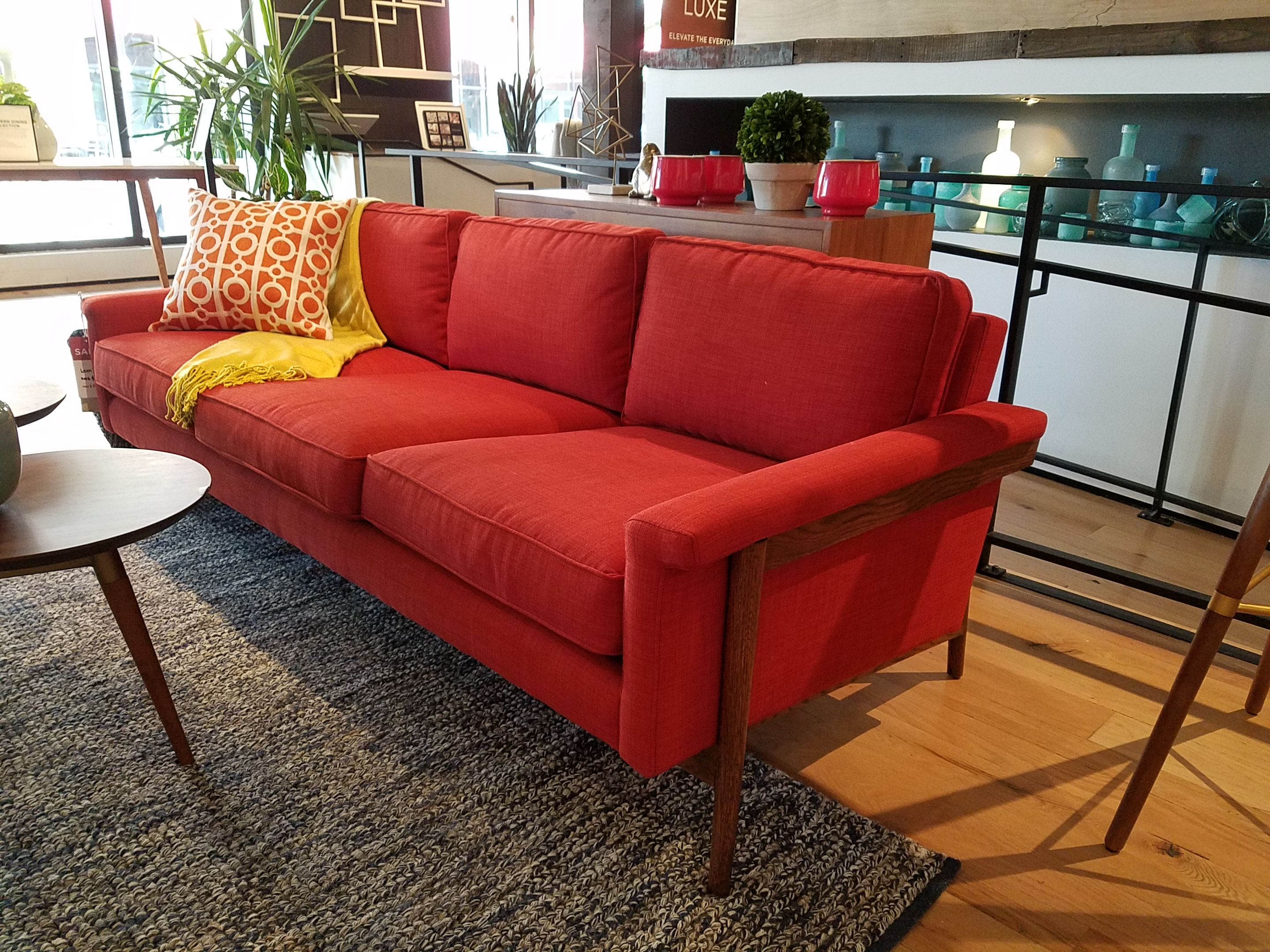Mid century modern couch best affordable sofa modern for Cheap modern furniture in miami