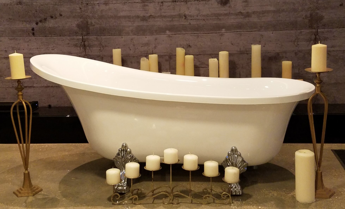 CLAW FOOT TUB / CLAWFOOT — Miami Prop Rental